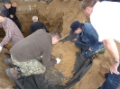 22.08.2011 r. - Góra Strękowa, ostatni etap ekshumacji-18